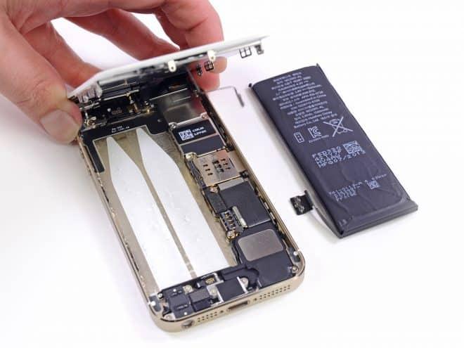 Digitimes rapporte qu'Apple aurait prévu d'automatiser la production des batteries qui seront destinées à l'iPhone 6. Selon la source qui lui a fourni l'information, l'idée pour Apple serait de réduire au maximum ses besoins en main d'oeuvre pour pouvoir s'affranchir des difficultés qu'ont sessous-traitants pour trouver des employés. En effet, si la Chine est toujours […]