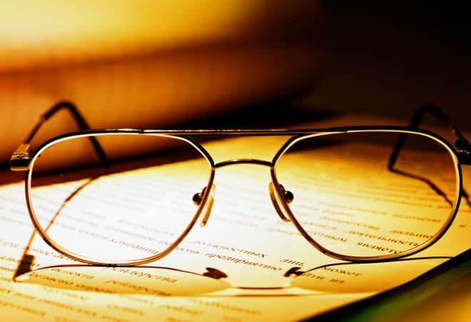 On connaissait depuis longtemps les verres de lunettes qui se teintent selon la luminosité ambiante, mais imaginez si vous pouviez faire que vos lunettes de vue s'assombrissent ou non, quand vous en avez envie! Des chercheurs américains du Georgia Institute of Technology à Atlanta ont mené des études dans ce sens, qui pourraient bien révolutionner […]