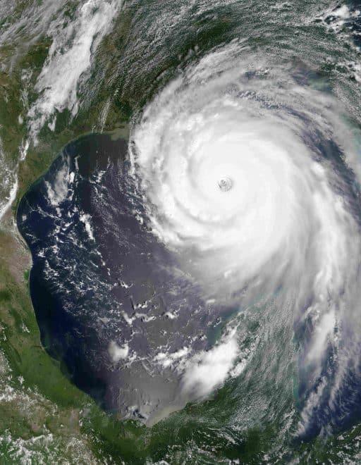 """A Miami en Floride, le plus grand simulateur d'ouragan jamais construit vient d'ouvrir ses portes. Cette machine va permettre aux météorologues de mieux comprendre ces phénomènes météorologiques dévastateurs et de mieux prévoir l'intensité des tempêtes et cyclones. Sustain : le simulateur d'ouragan le plus grand du monde Sustain pour """"The Surge STructure Atmosphere Interaction"""", c'est […]"""