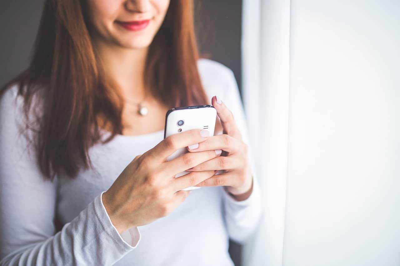 Nos doigts se déforment progressivement à cause des smartphones