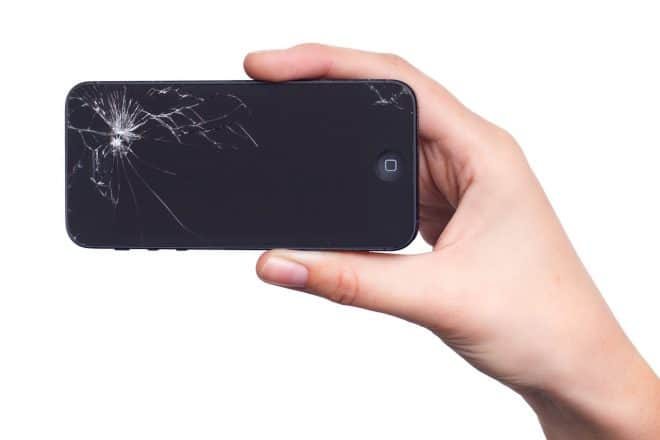 Un iPhone à l'écran cassé
