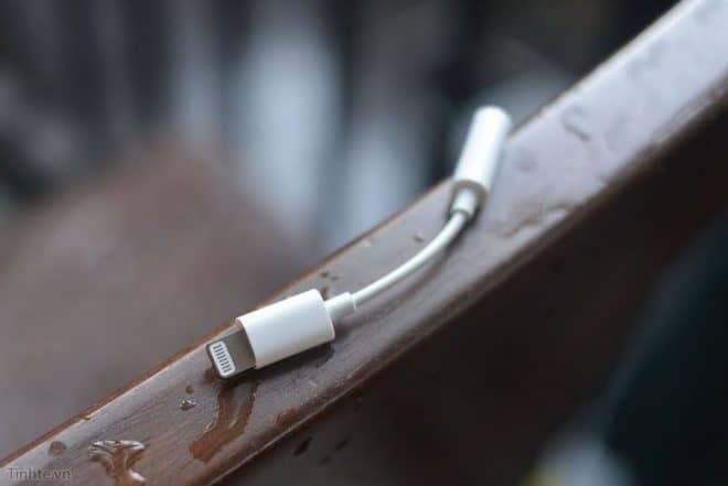 Selon Blayne Curtis, analyste chez Barclays, Apple s'apprêterait à une nouvelle fois réduire le nombre d'accessoires offerts avec les iPhone. Et pour cause : les modèles à venir verraient la fin des adaptateurs Lightning vers prise jack 3,5mm. Une bien mauvaise nouvelle lorsque l'on sait que beaucoup sont attachés à ce dernier, bien pratique pour […]