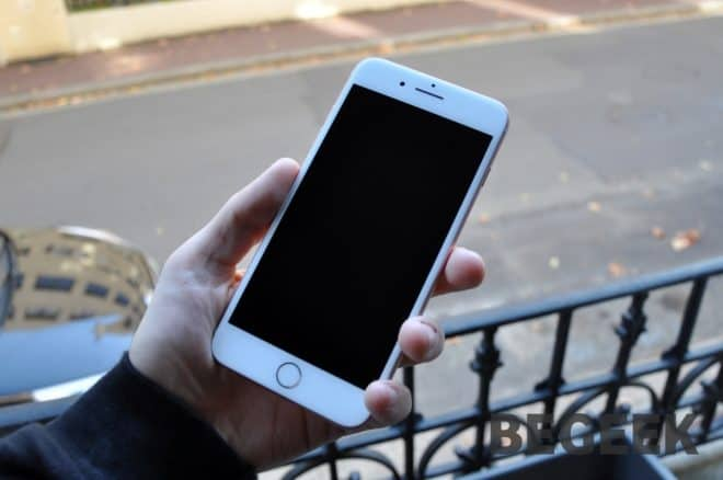 Retour en arrière. Lors du déploiement de la mise à jour iOS 11, beaucoup d'utilisateurs d'iPhone antérieurs aux iPhone 8, iPhone 8 Plus et iPhone X avaient constaté de nombreux ralentissements. Apple justifiait dans un premier temps la correction des bugs via le futur déploiement de mises à jour. Seulement voilà, après de nombreuses plaintes […]