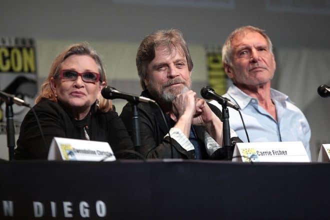 Carrie Fisher avec Harrison Ford et Mark Hamill lors de la Comic-Con 2015.