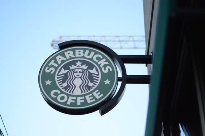 L'enseigne Starbucks
