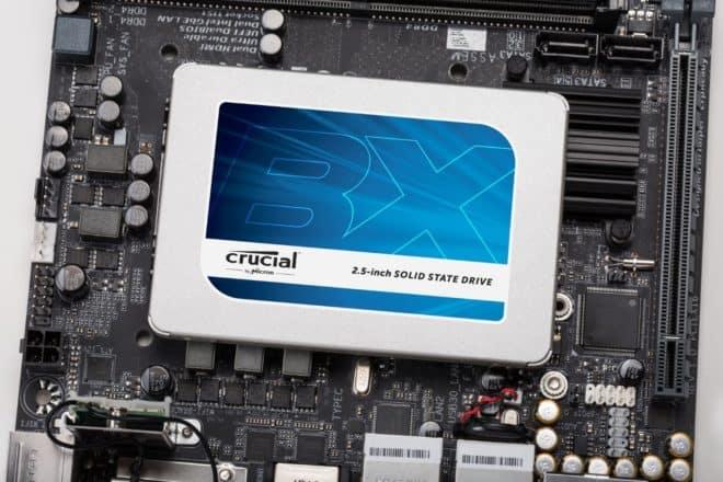 LeCrucial MX300 est un disque flash que l'on connaît bien sur Begeek pour en avoir installer un dans un MacBook Pro 2009 dans notre tutoriel de rafraichissement (Installer un SSD et de la RAM pour rafraîchir son MacBook Pro). Un gros coup de pouce à un ordinateur lent On a choisit Crucial pour les bas […]