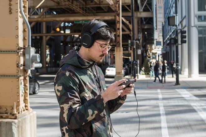 Le casque micro SteelSeries Arctis 3 est un modèle qui va vous permettre de bénéficier d'une qualité sonore optimale quel que soit le type de son que vous avez l'habitude d'écouter : musique, films, jeux… Il possède un son surround 7,1 pour restituer fidèlement le son dans l'espace. Un design passe-partout Ses transducteurs S1 portés […]
