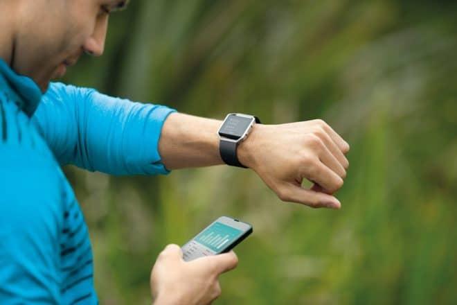 À mesure que les technologies de miniaturisation avancent, les bracelets connectés offrent de plus en plus de fonctionnalités. La Fitbit Blaze n'est justement pas étrangère au progrès et en propose un panel varié, avec toujours à l'esprit le sportif à la recherche de données et entraînements plus complets. Une smartwatch très complète La Fitbit Blaze […]