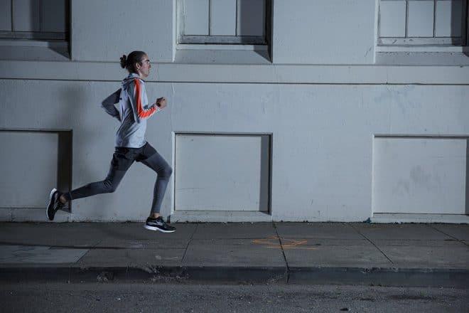 Montre de sport avancée pour les coureurs qui en veulent toujours plus, la Polar M430 en fait beaucoup malgré sa taille. Suivi d'activité et étanchéité La montre intelligente permet notamment de se fixer des objectifs et de les dépasser. Son GPS intégré permet de retracer son parcours sportif une fois un entraînement terminé, et la […]