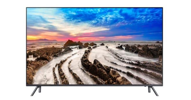 """Alors que les fabricants de téléphone, et Samsung peut-être plus que d'autres, s'échinent à créer des appareils sans biseaux dits borderless, les téléviseurs n'échappent pas non plus à la règle. Le Samsung UE49MU7075 est ainsi doté d'un écran de 49″ (123 cm) avec un cadre """"boundless"""" quasi imperceptible. Haut de gamme de bout en bout […]"""