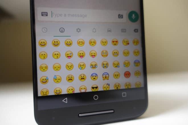 Jamais les emojis n'auront été aussi présents dans nos services de messagerie. Utilisés par un grand nombre, ce dernier permettent d'offrir aux messages un petit quelque chose en plus. Véritable phénomène de mode, ces smileys n'ont pas dit leur dernier mot puisque 159 petits nouveaux vont faire leur apparition prochainement. Et plus exactement l'été prochain. […]