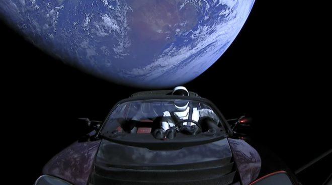 Le mannequin Starman dans la Tesla envoyée par la fusée Falcon Heavy