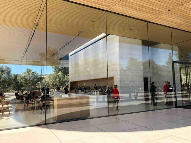 Les employé(e)s victimes des vitres de l'Apple Park
