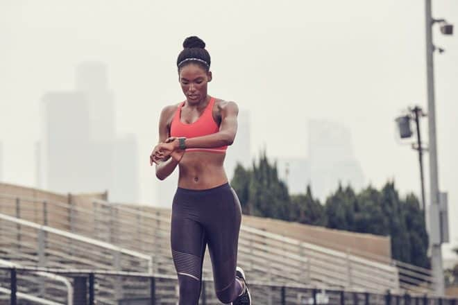 Bien plus qu'une montre connectée comme on pouvait en trouver il y a quelques années, la nouvelle Fitbit mérite le coup d'œil des habitués des technologies mobiles et du quantified self. Suivi de la fréquence cardiaque La montre sport FitBit Ionic fait la part belle au suivi de l'activité physique. Elle suit le nombre de […]