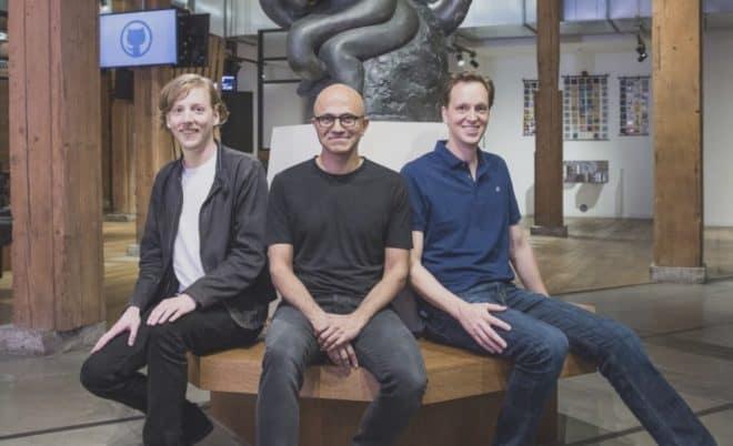 Chris Wanstrath, CEO et cofondateur de Github ; Satya Nadella, CEO de Microsoft; et Nat Friedman, vice président de Microsoft, services aux développeurs