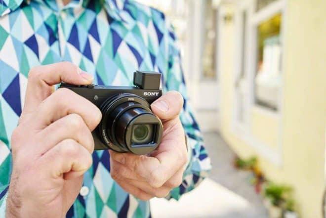 Un capteur haute sensibilité, une compacité remarquable et un design léché font du Sony Cyber-Shot DSC-HX90 un partenaire de photographie idéal. Stabilisateur optique SteadyShot Le Sony DSC-HX90 est doté d'un capteur CMOS Exmor R de 18.2 millions de pixels, conçu pour capturer des images nettes et avec un bruit très réduit, même dans des conditions […]