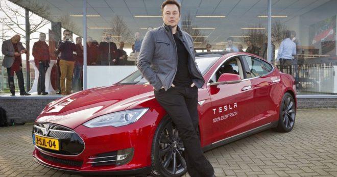 Elon Musk veut toujours autant aider les gens, tout en se faisant plaisir.