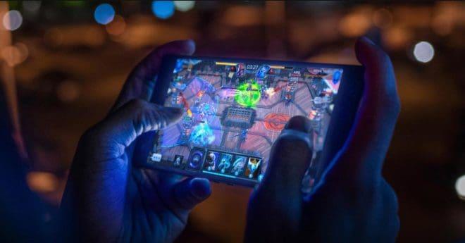 La nouvelle version du Razer Phone offrira jusqu'à 30% de performances supplémentaires par rapport à son prédécesseur grâce à la combinaison du SoC Qualcomm Snapdragon 845 et du processeur graphique Qualcomm Adreno 630. Une nouvelle version plus performante encore Un an après avoir lancé le premier mobile gaming au monde, le Razer Phone 2 est […]