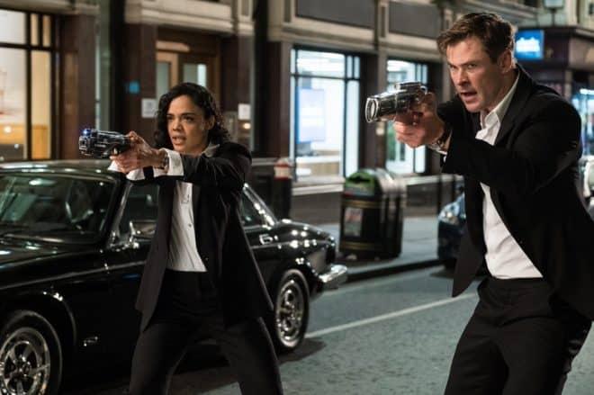 Après Men in Black III, la célèbre franchise propulsée par Tommy Lee Jones et Will Smith connait un reboot sous la houlette du réalisateur du dernier Fast and Furious. Mais les deux hommes ne reprennent plus leur rôle des célèbres agents en costumes puisque c'est au tour de Chris Hemsworth et Tessa Thompson d'interpréter les […]