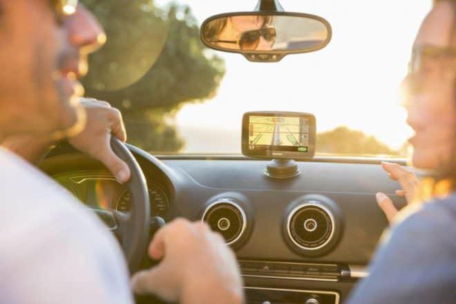 Avec 152 pays proposés en téléchargement, les infos trafic en temps réel via carte SIM et le signalement des zones de danger permanentes et temporaires à vie, prendre la route pour de longues heures sera moins stressant. Un GPS très complet Doté d'un écran capacitif de 12,7 cm (5 pouces), le TomTom GO 520 vous […]