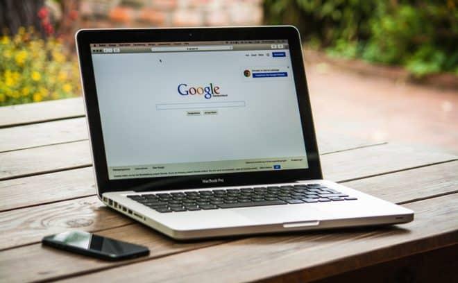 Le magazine TechCrunch dévoilait hier la découverte deSanyam Jain, chercheur en sécurité, qui s'est intéressé à l'application Wi-Fi Finder. Des millions de mots de passe en clair En déplacement, il est logique de vouloir se connecter à des points d'accès Wi-Fi ouverts et gratuits, et des applications permettant de les indexer existent. C'est le cas […]