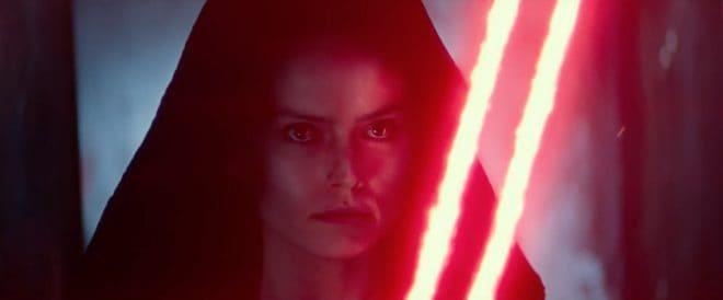 Rey dans Star Wars 9 avec l'arme d'un Sith.