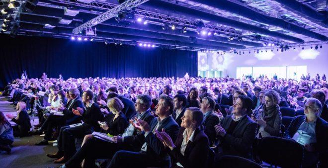 Le monde de la high-tech se voit contrainte d'annuler des conférences.